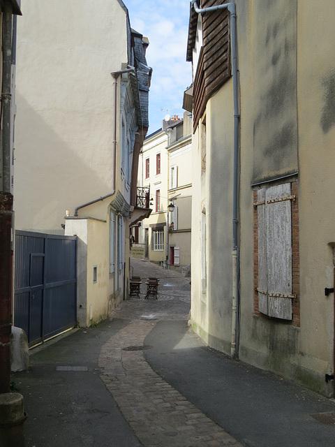 Vieille ville de Laval, 1.