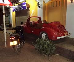 Renault 4 CV rouge et décapotable / Red convertible Renault 4 CV  (Laos)