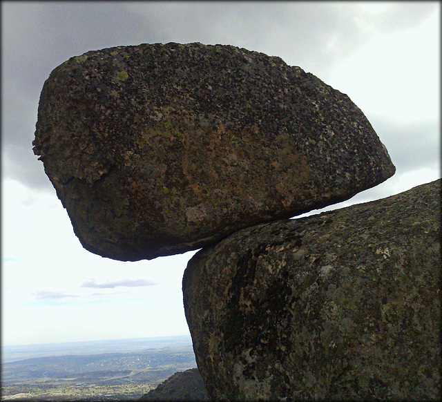 Sierra de La Cabrera, rocking stone