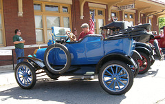 Antique Cars at the Museum (PiP)