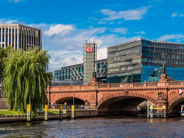 Berlin, Moltkebrücke und Hauptbahnhof (015°)
