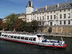 À Paris : le célèbre bateau-mouche