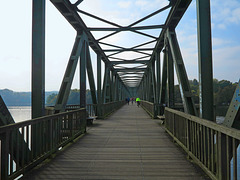 Eisenbahnbrücke-Radweg