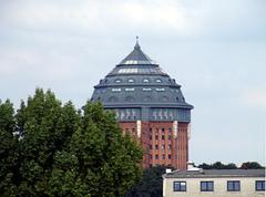 Ehemaliger Wasserturm und jetzige Luxusherberge im Schanzenpark