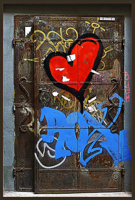 open the door .... ♫ ♪ ♪ ♫