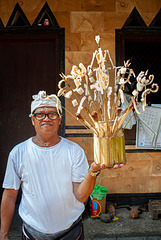 Agung offering the jerimpen