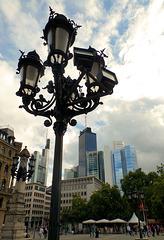 Vor der Alten Oper in Frankfurt