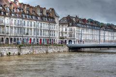 BESANCON: Le quai de Strasbourg, le pont Battant.02