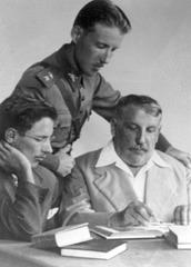 F.V. Lorenz kun siaj du filoj en 1947