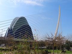 Valencia: edificio El Ágora y puente del Azud de oro, 2