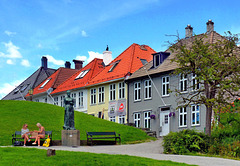Bergen - benches in residential distric : pizza time -  (530)