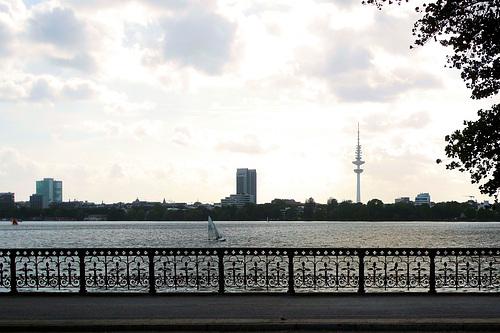 Hamburg am Wasser: Schwanenwik-Brücke