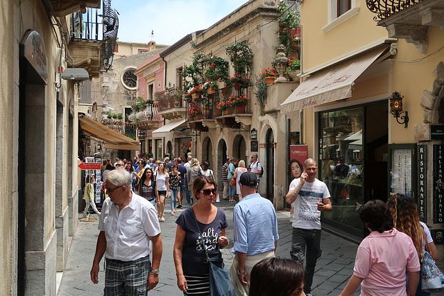 Corso Umberto, with visitors