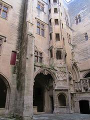 Le Cours d' Honneur du château de Tarascon