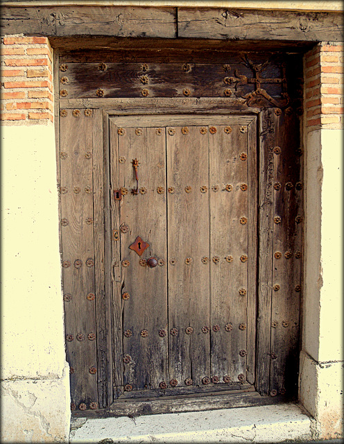 Chinchon. Old door