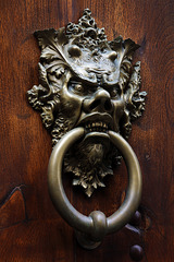 Heurtoir tête de diable , qui est supposé chasser l'intrus .