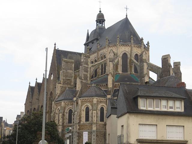 Mayenne : la basilique Notre-Dame des miracles.