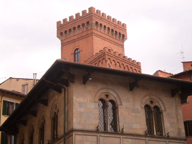 Podestà Palace, with Castelletto behind.