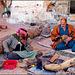 Così viv0n0 i beduini del Sinai...stuoie e fumo....il fuoco se fa freddo...il buco nella roccia se fa caldo...un dromedario fa parte della famiglia a dare il buon esempio : stare calmi, mangiare niente, bere poco