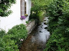 Bach neben dem Haus - schön, aber nicht ungefährlich -