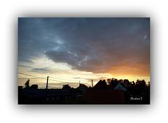 Le soleil se lève péniblement ... ***   The sun rises slowly ...