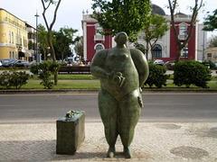 Statue by João Duarte.