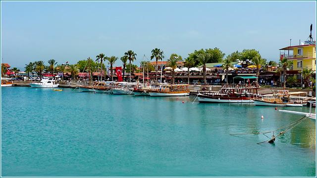 Turchia : Side, il porticciolo delle barche