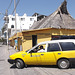 Taxi amarillo al restaurant Ambar