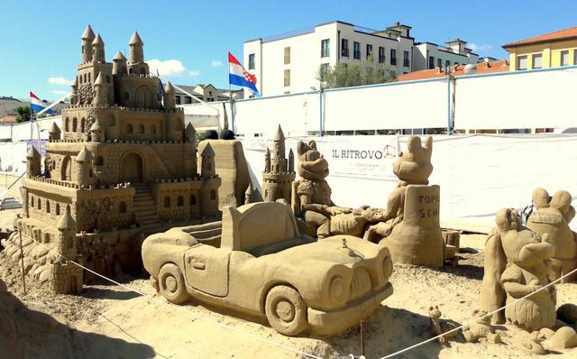 Cervia - statue di sabbia..dedicate ai bambini