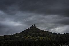 Wolken über der Burg Hohenzollern ...   (© Buelipix)