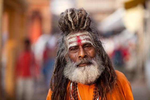 Un Sadhu à Vârânasî en Inde    (on EXPLORE)