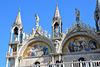 Basilica di San Marco - Fassade mit Konstantin und Demetrius auf den Bogenspitzen