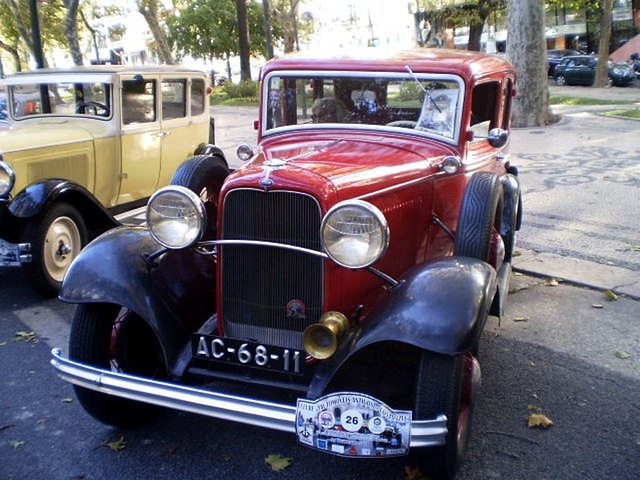 Ford B (1932), with Citroën AC 4 (1928) on the left.
