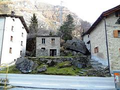 Strada del passo Splugo Italien
