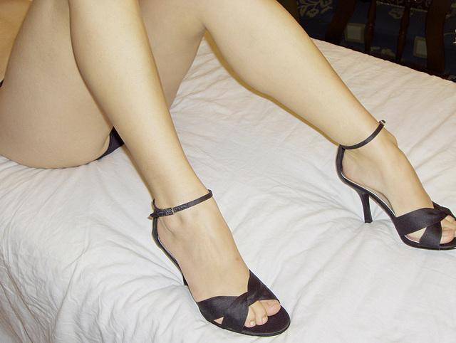Sara / Strip me.....