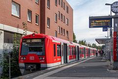 45 - Triebwagenzug der Hamburger S-Bahn (DB BR 474) in Wedel