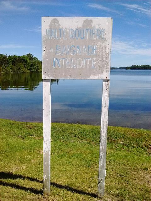 Baignade interdite / No swimming