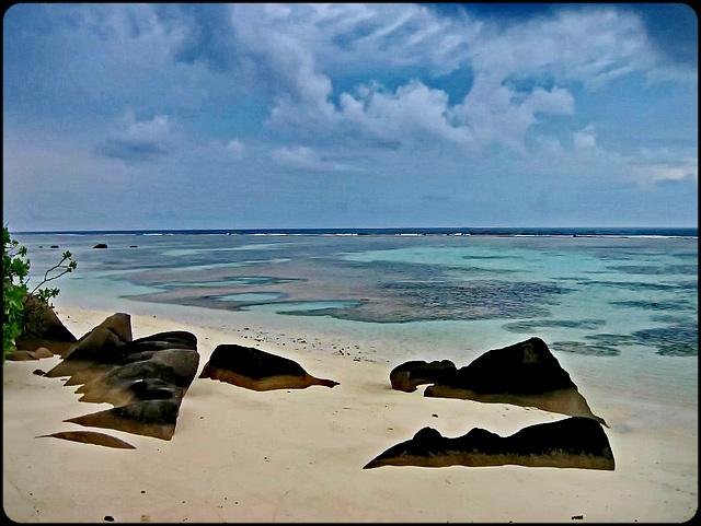 LA DIGUE, SEYCHELLES  : i graniti e il mare cristallino