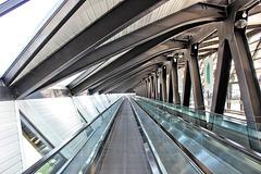 Lyon Saint-Exupéry (69) 8 avril 2015. La liaison gare-SNCF / aéroport.