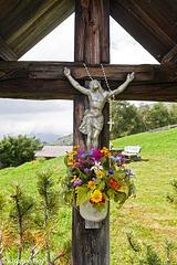 Blumengeschmücktes Kreuz - Flower Decorated Cross