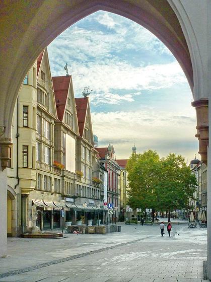 München, Blick durchs Karlstor