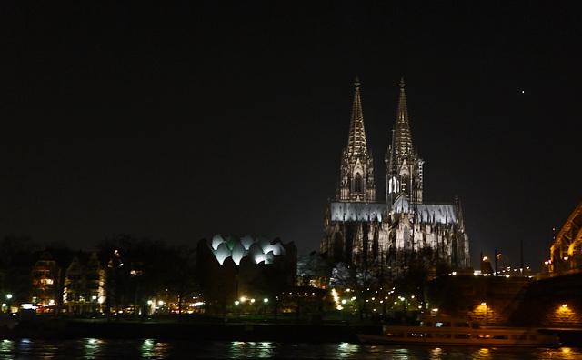 Kölner Dom (Freihand schnapschuss)durchs Schiffsfenster