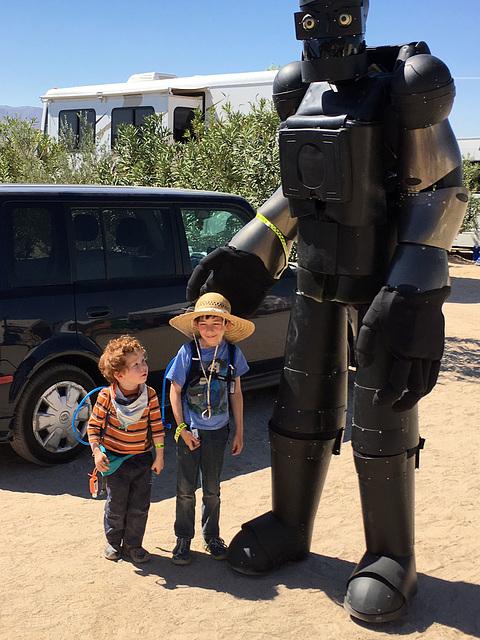Kids and Robot (0450)