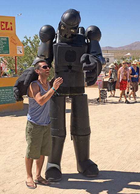 Robot at Bequinox (0430)