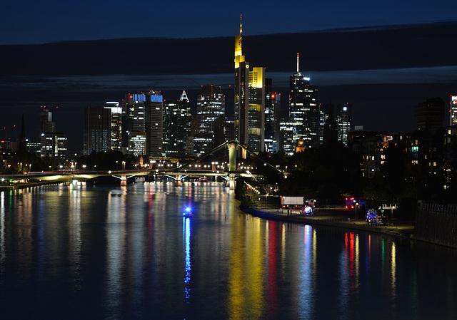 Bekannte Skyline von der Deutschherrnbrücke