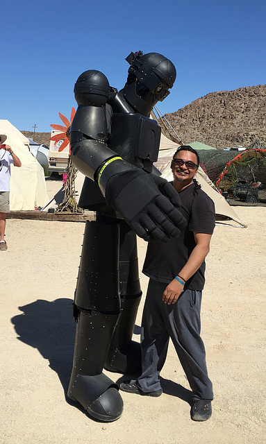 Robot at Bequinox (0438)