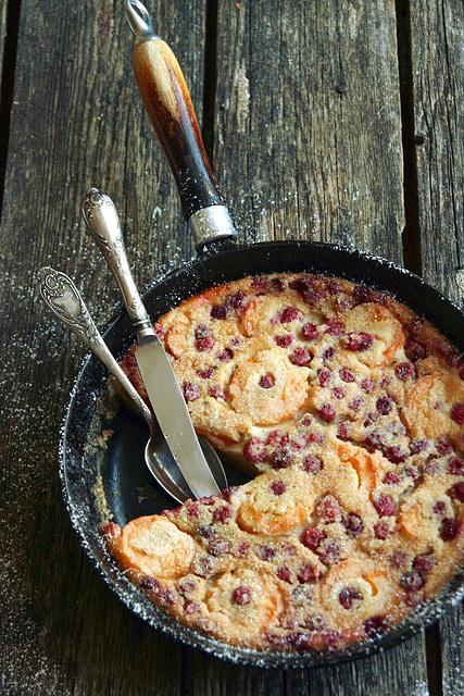 Vaarika-aprikoosi clafoutis / Raspberry and almond clafoutis