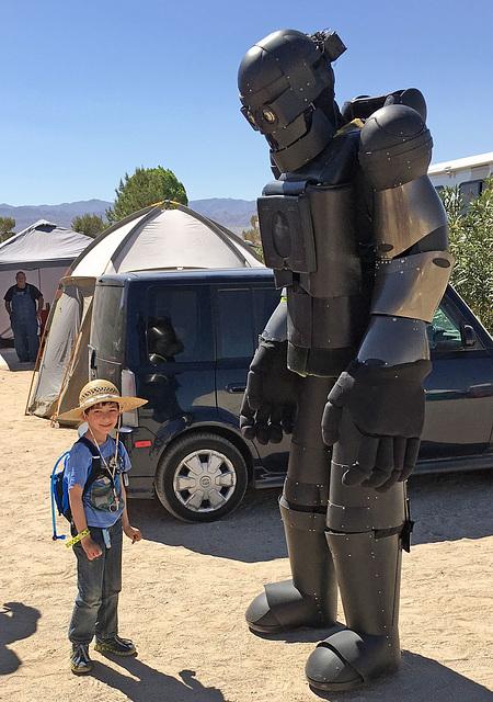 Robot at Bequinox (0446)