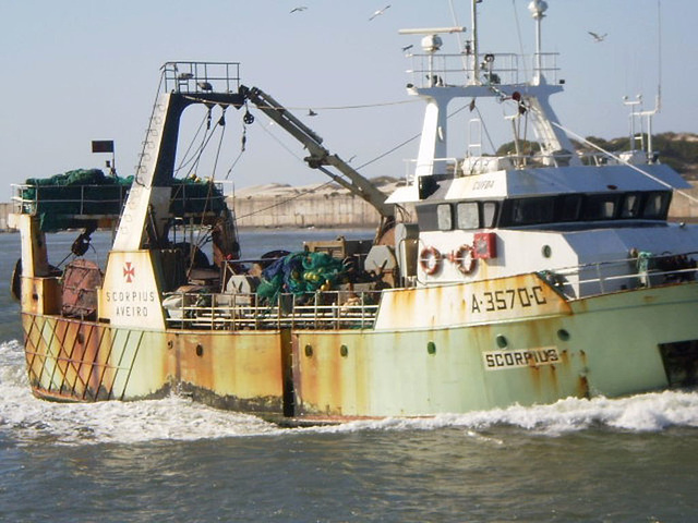"Trawler ""Scorpius"" enters Aveiro Bar."