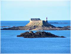 Vue depuis Dinard (35): Le fort Harbour